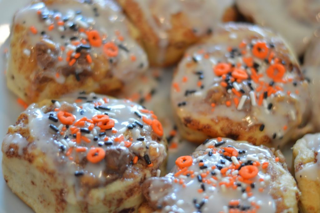 Looking for a unique spin on cinnamon rolls? These Snickers Cinnamon rolls are a game changer! A simple recipe upgrade from a classic favorite!