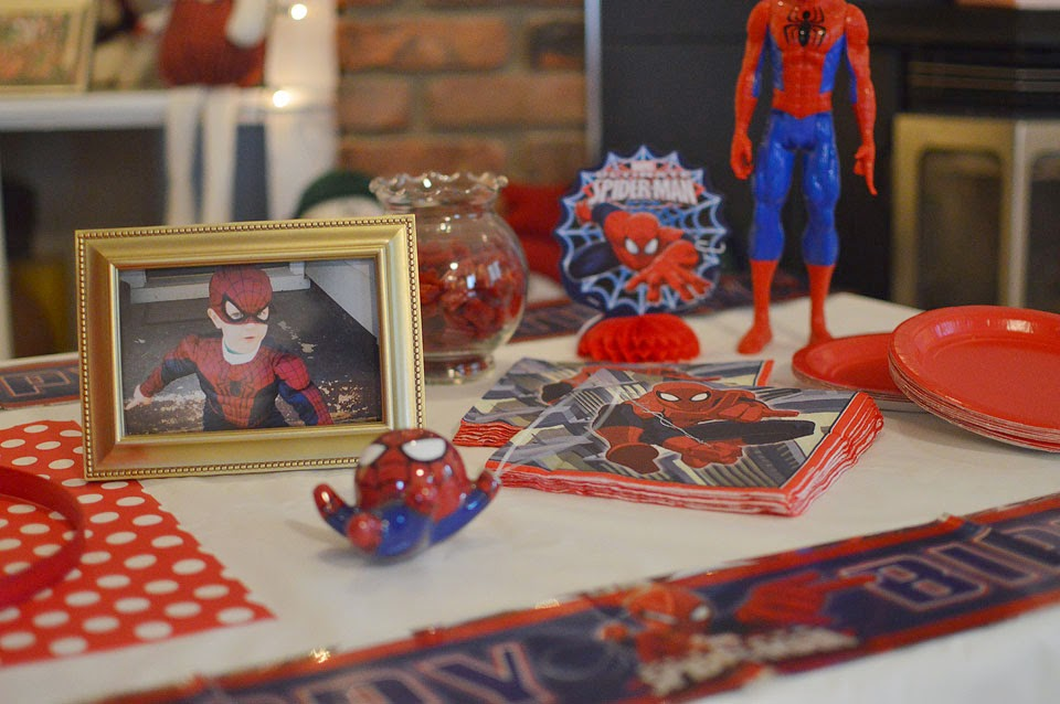 spiderman birthday party setup