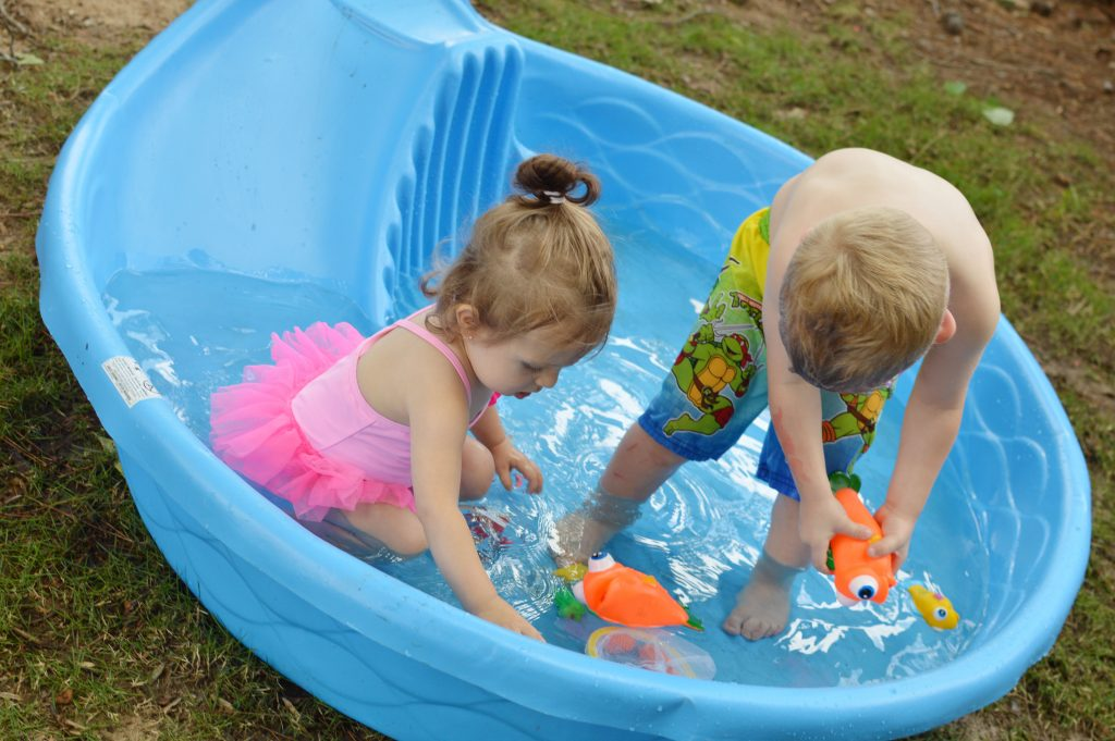 Backyard activities for toddlers to keep them entertained this summer!