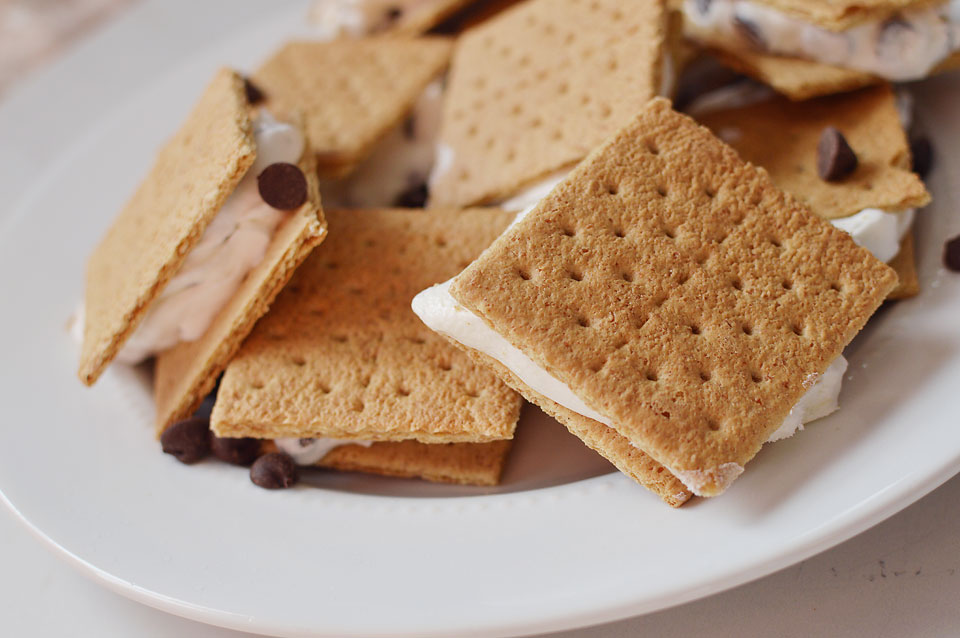 """Looking for an easy summer treat? These light """"ice cream"""" sandwiches are healthier than your normal ice cream sandwich and so much better! Only 3 ingredients and the perfect summer dessert!"""