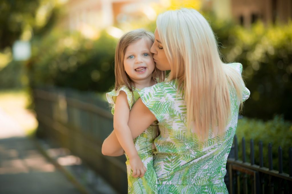 Mommy and me fashion; where do you buy  matching pieces? How do you find things that work for adults and kids? I've got you covered! Click through to see more mommy and me fashion ideas and fun activities.