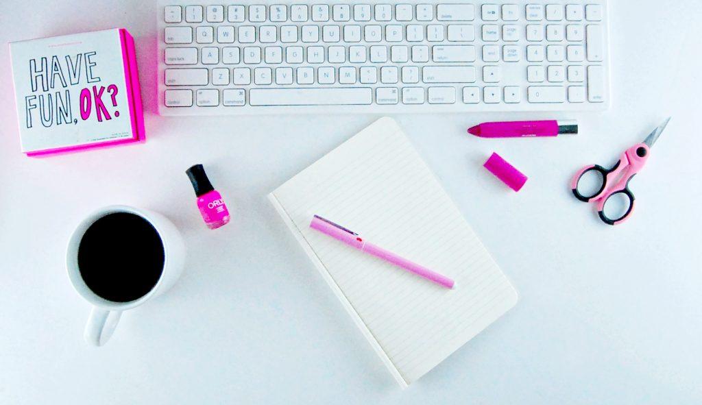 pink_desk_layout