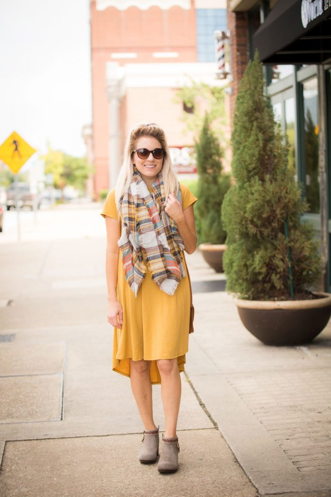 Life and style blogger, The Samantha Show, styles a Carly from Lularoe a few different ways. Check out this fall vibin' outfit!