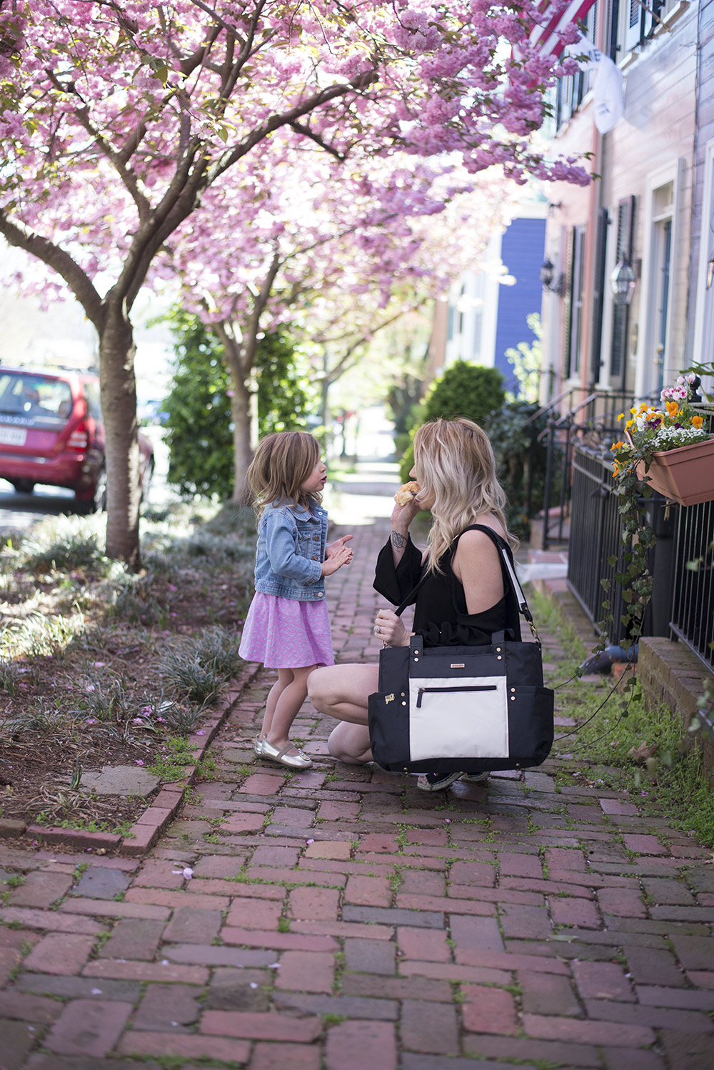 Why I still carry a diaper bag for my preschoolers: Want to know the secret to going ANYWHERE with busy preschoolers. Read on :)