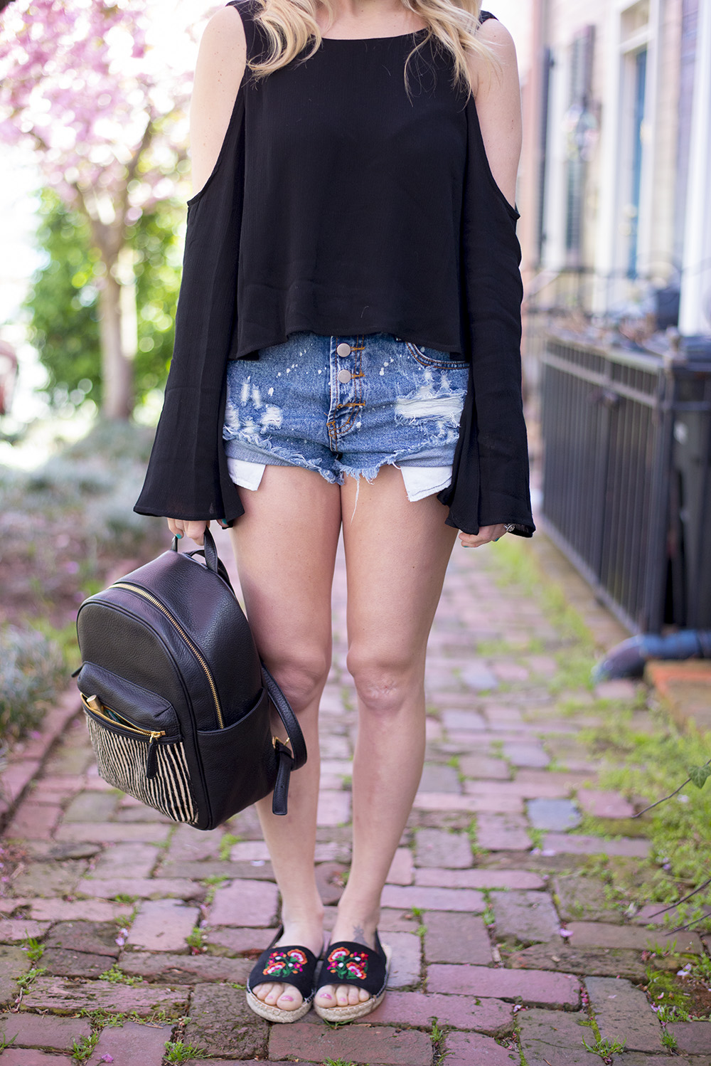 Real mom fashion: denim shorts and tops are life during spring and summer. Casual enough to wear while at the park with the kids but still cute and trendy enough to make you feel confident.