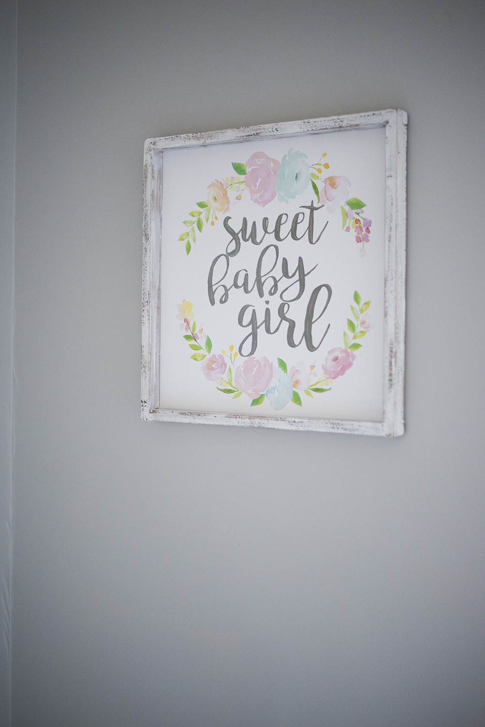 Baby girl nursery decor + 10 must haves for the baby nursery.
