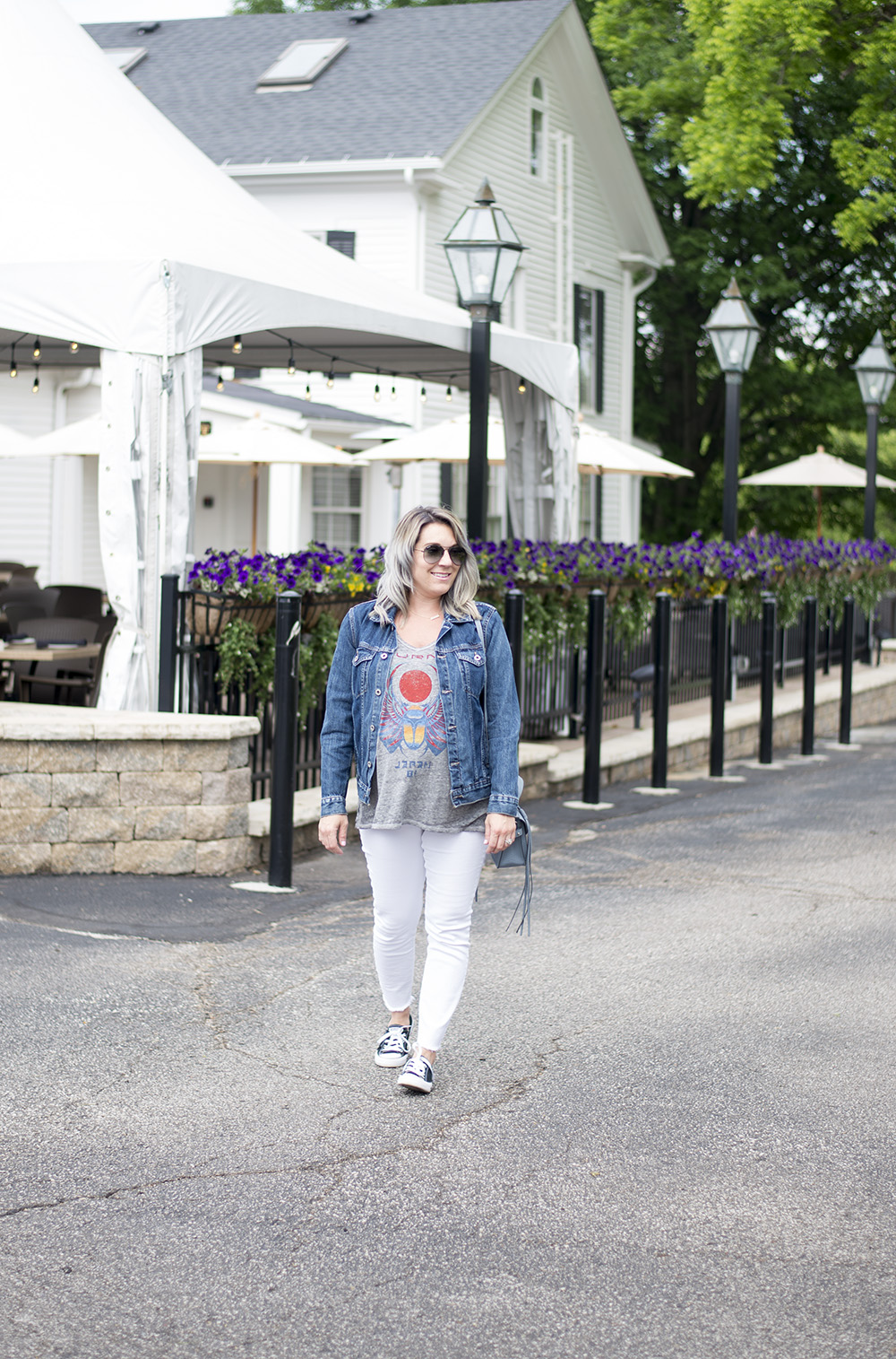 Cleveland blogger The Samantha Show shares some casual maternity outfit inspiration.