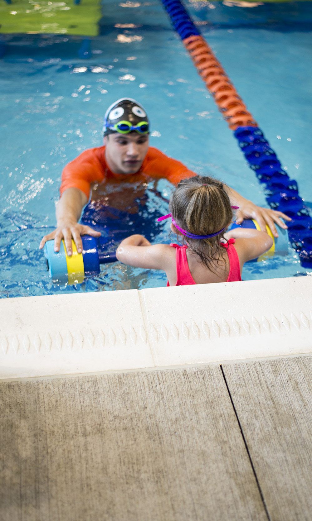 Want to learn How to get your kids to love swimming lessons? Cleveland blogger The Samantha Show shares her experience at Goldfish Swim School.