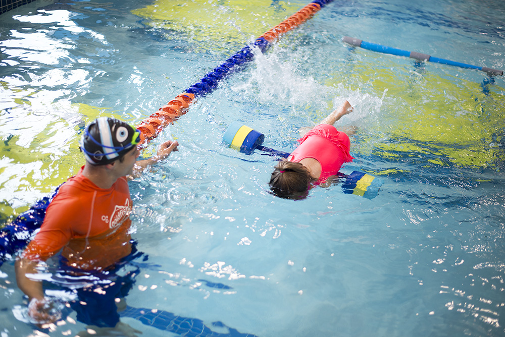 Not sure How to get your kids to love swimming lessons? Cleveland blogger The Samantha Show has the answer!