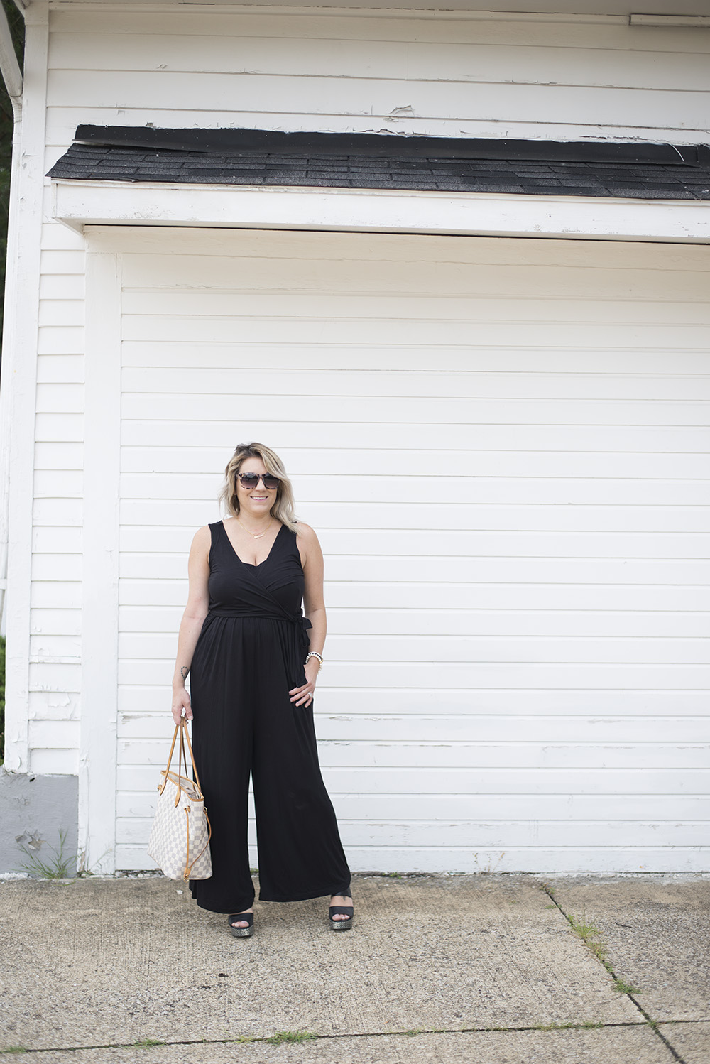 Cleveland blogger The Samantha Show shares tips for dressing your postpartum body. This nursing jumpsuit is perfect for comfort and function!