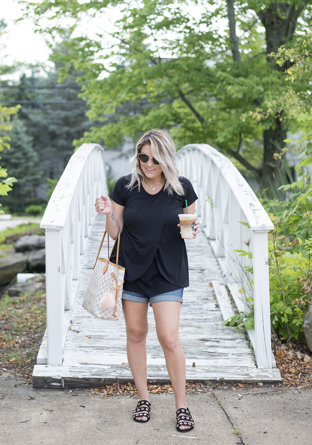 Cleveland blogger The Samantha Show shares tips for dressing your postpartum body.