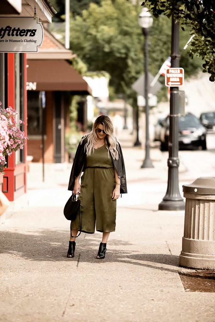 Cleveland blogger The Samantha Show shares tips for transitioning from summer to fall with jumpsuits
